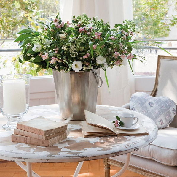 stylish-and-practical-coffee-table-decor-ideas-5