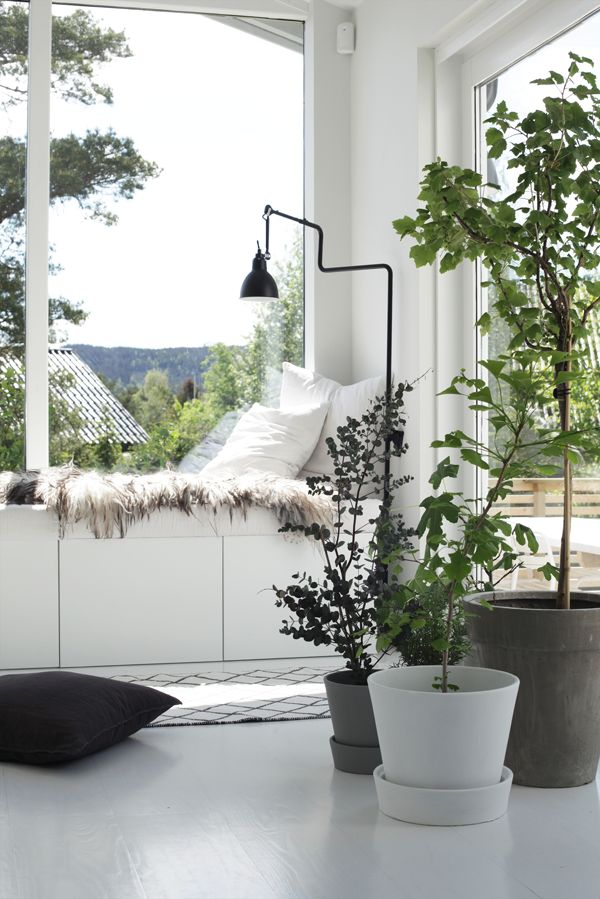 ways-to-use-ikea-besta-units-in-home-decor-31