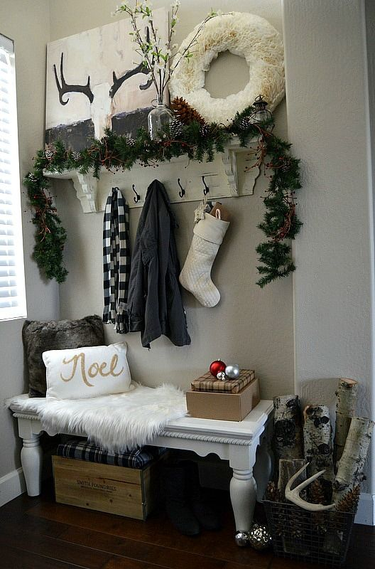 welcoming-and-cozy-christmas-entryway-decor-ideas-1
