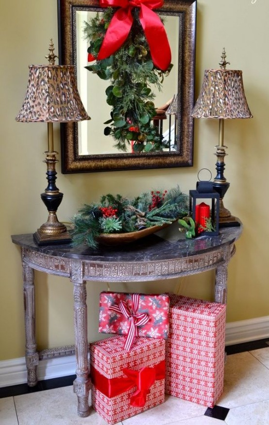 welcoming-and-cozy-christmas-entryway-decor-ideas-18-554x874