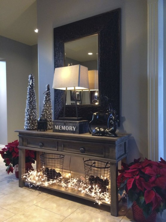 welcoming-and-cozy-christmas-entryway-decor-ideas-2-554x738