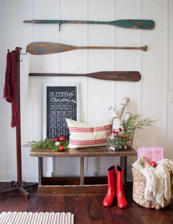 welcoming-and-cozy-christmas-entryway-decor-ideas-20-554x718