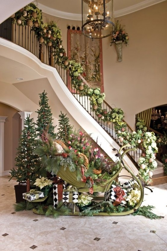welcoming-and-cozy-christmas-entryway-decor-ideas-22-554x832