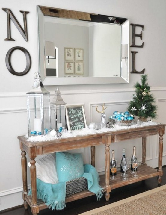 welcoming-and-cozy-christmas-entryway-decor-ideas-4-554x718