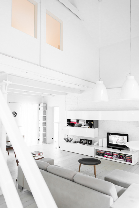 all-white-mid-century-modern-home-with-a-scandi-feel-2