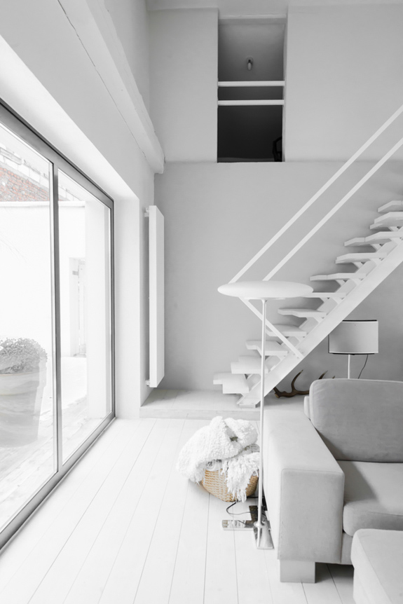 all-white-mid-century-modern-home-with-a-scandi-feel-4