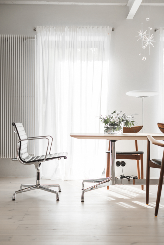 all-white-mid-century-modern-home-with-a-scandi-feel-5