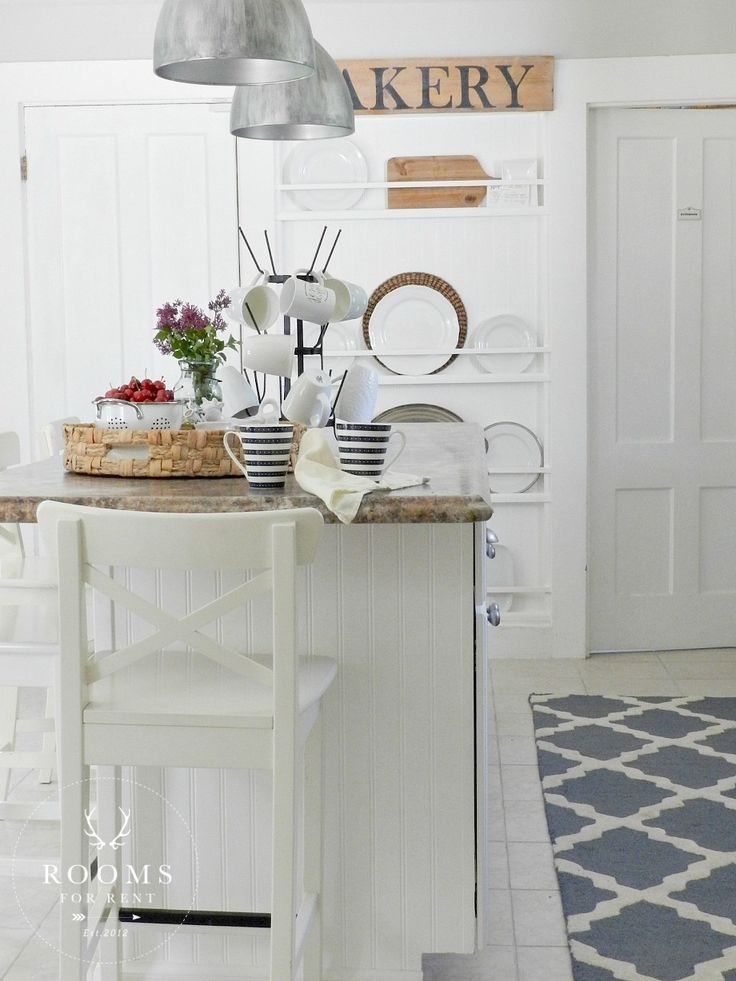 easy-tips-for-creating-a-farmhouse-kitchen-23