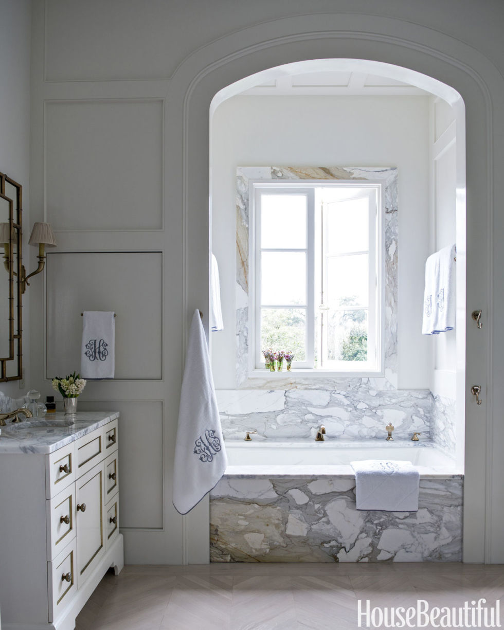 ideas-to-give-your-bathtub-a-new-look-with-creative-siding-6