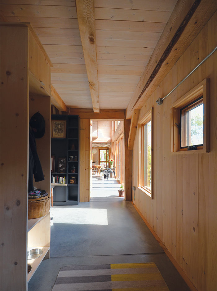 wood-clad-interior-ideas-to-warm-up-in-the-winter-3