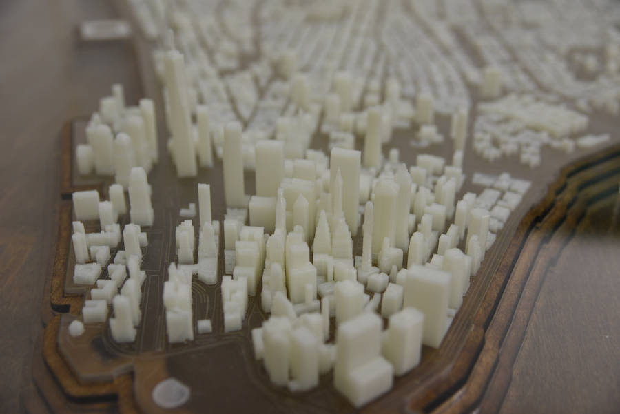 3D-Printed-Illuminated-New-York-City-Desk-9-900x601