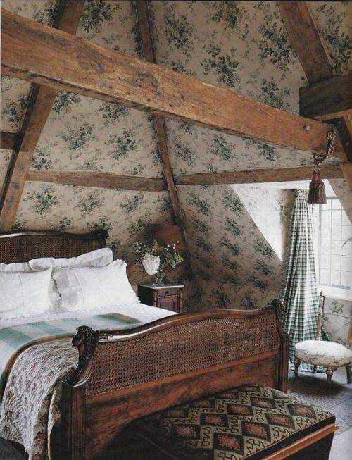 chic-bedroom-designs-with-exposed-wooden-beams-14