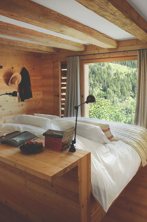 chic-bedroom-designs-with-exposed-wooden-beams-16