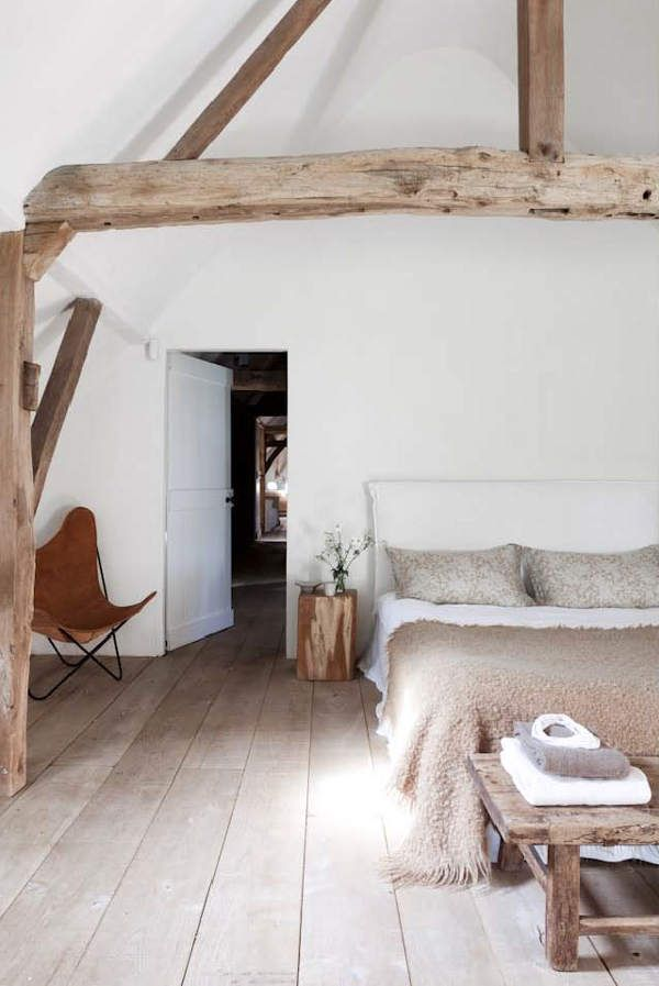 chic-bedroom-designs-with-exposed-wooden-beams-17