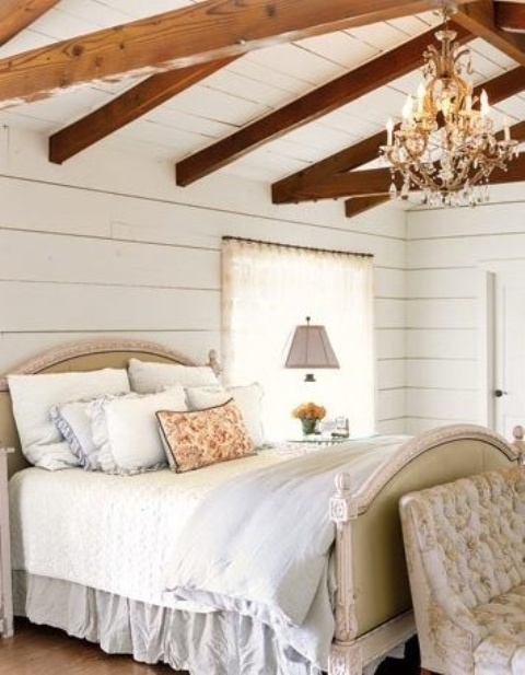 chic-bedroom-designs-with-exposed-wooden-beams-24
