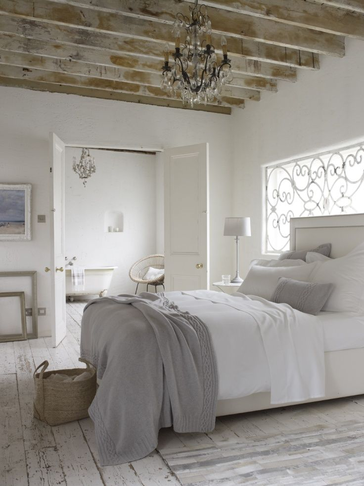 chic-bedroom-designs-with-exposed-wooden-beams-25