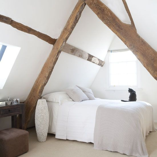 chic-bedroom-designs-with-exposed-wooden-beams-26