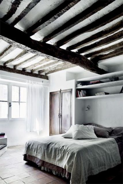 chic-bedroom-designs-with-exposed-wooden-beams-31