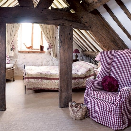 chic-bedroom-designs-with-exposed-wooden-beams-32