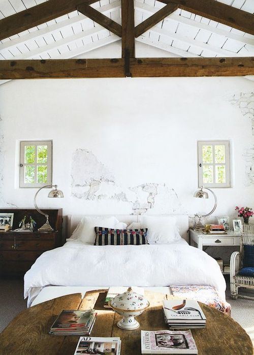 chic-bedroom-designs-with-exposed-wooden-beams-35
