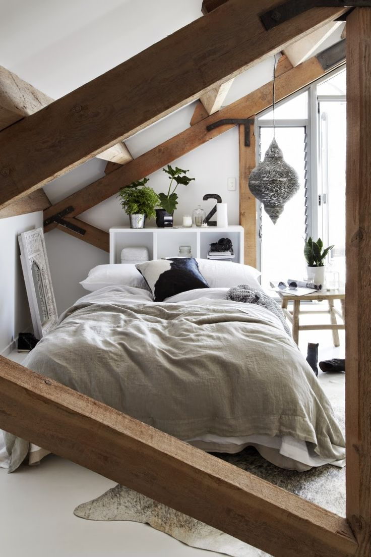 chic-bedroom-designs-with-exposed-wooden-beams-6