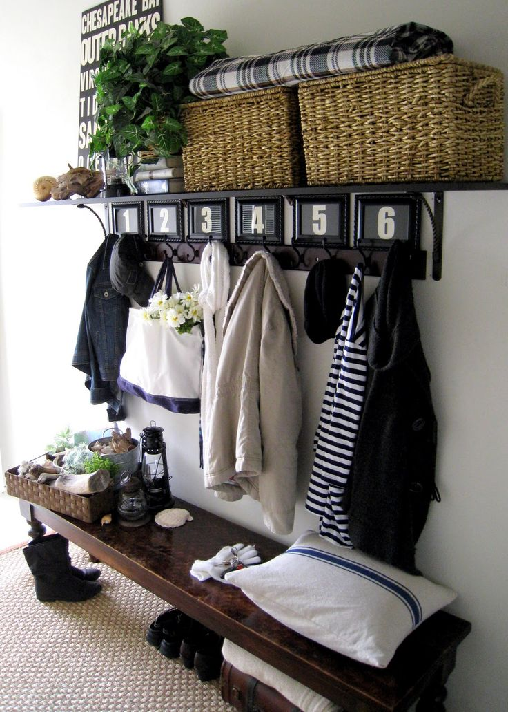 cozy-and-simple-farmhouse-entryway-decor-ideas-12