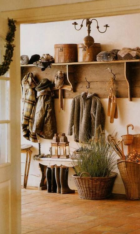 cozy-and-simple-farmhouse-entryway-decor-ideas-13
