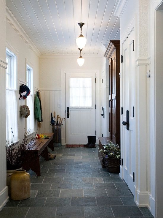cozy-and-simple-farmhouse-entryway-decor-ideas-14