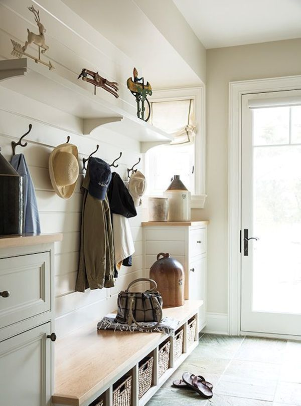 cozy-and-simple-farmhouse-entryway-decor-ideas-15