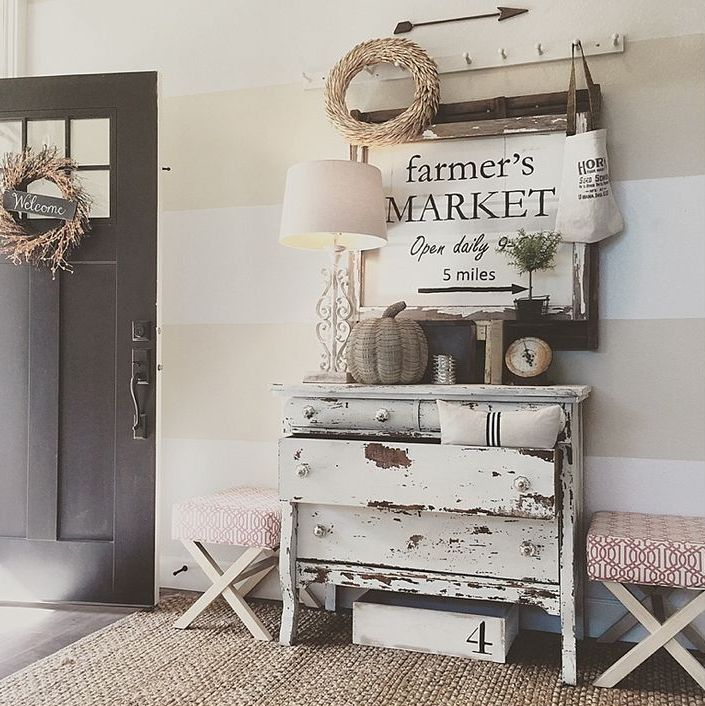 cozy-and-simple-farmhouse-entryway-decor-ideas-16