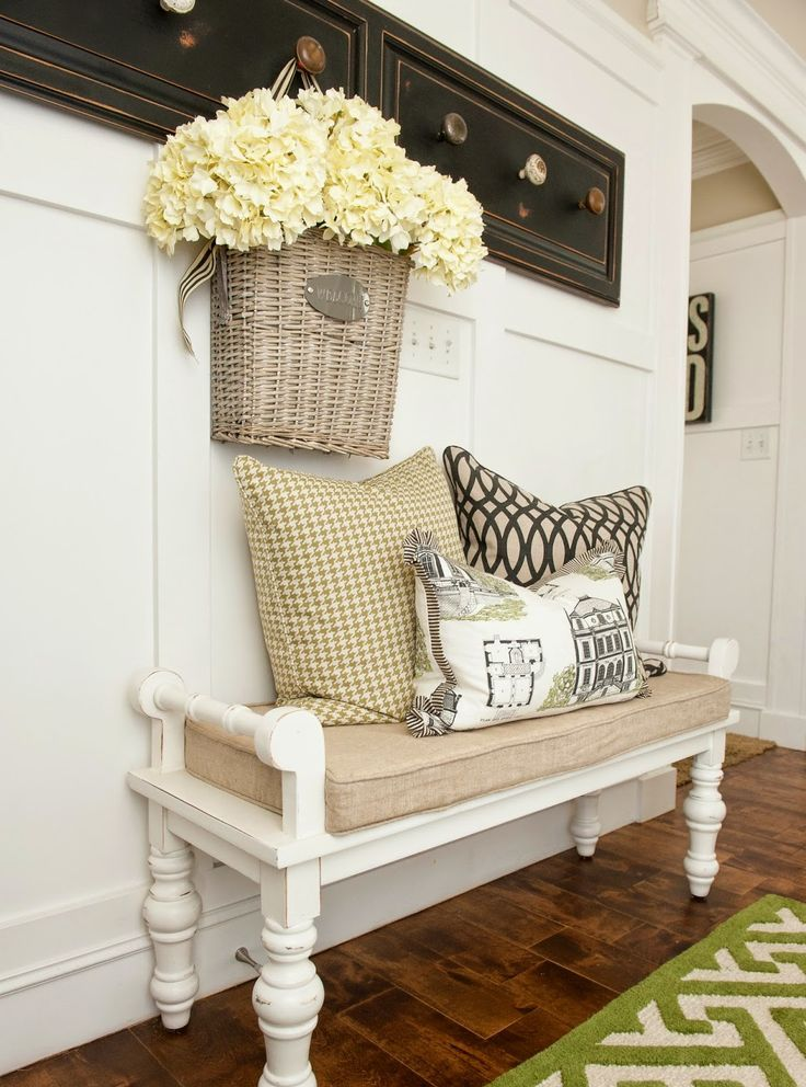 cozy-and-simple-farmhouse-entryway-decor-ideas-20