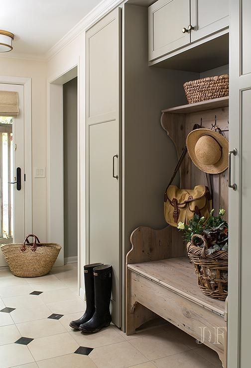 cozy-and-simple-farmhouse-entryway-decor-ideas-21