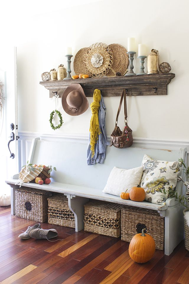 cozy-and-simple-farmhouse-entryway-decor-ideas-23