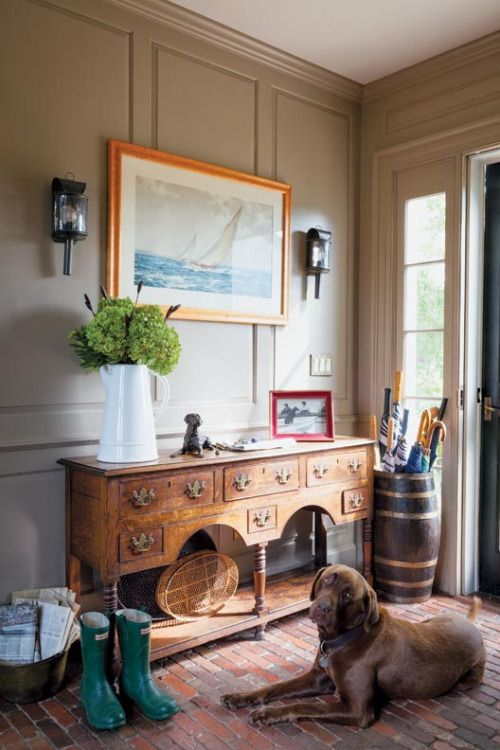 cozy-and-simple-farmhouse-entryway-decor-ideas-27