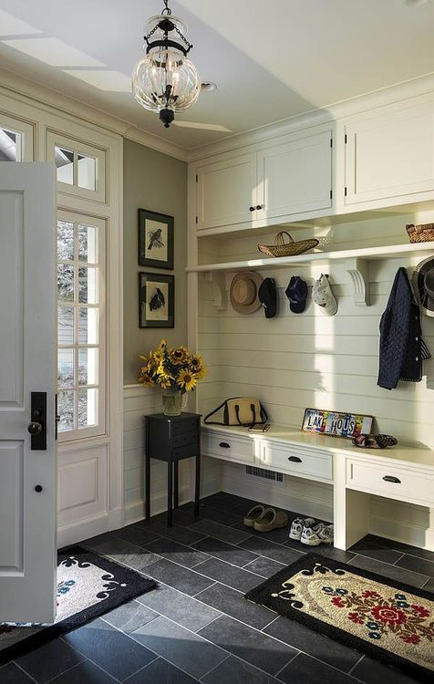 cozy-and-simple-farmhouse-entryway-decor-ideas-5
