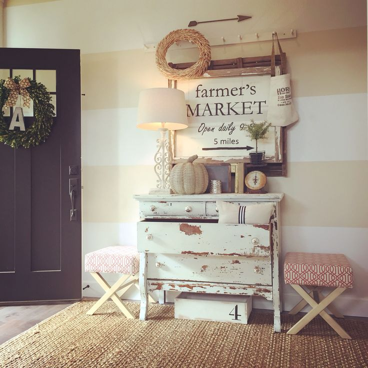 cozy-and-simple-farmhouse-entryway-decor-ideas-7