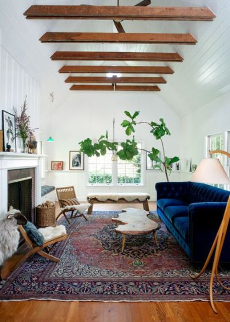 cozy-living-room-designs-with-exposed-wooden-beams-11