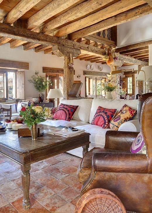 cozy-living-room-designs-with-exposed-wooden-beams-15