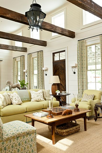 cozy-living-room-designs-with-exposed-wooden-beams-19
