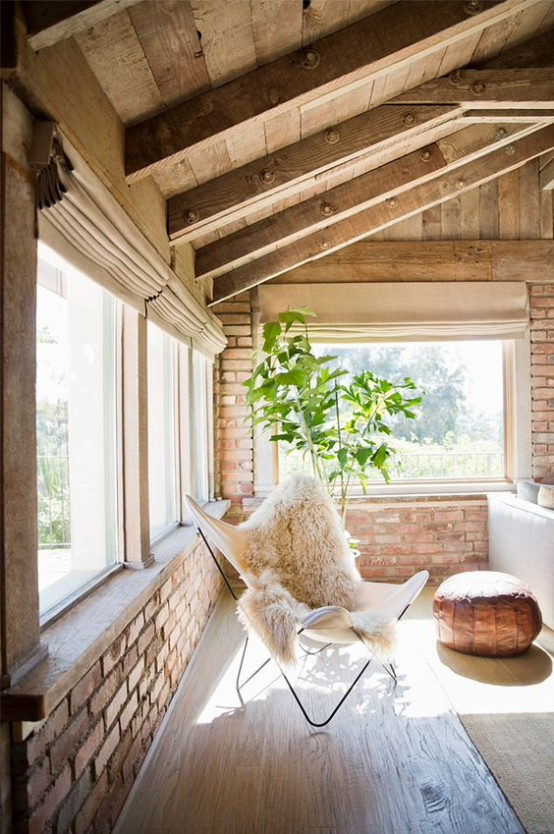 cozy-living-room-designs-with-exposed-wooden-beams-36-554x834