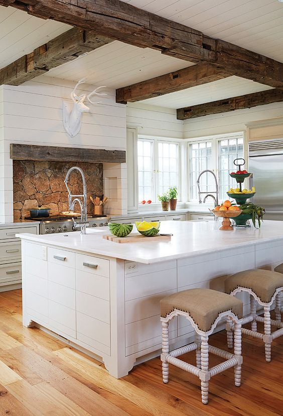 inviting-kitchen-designs-with-exposed-wooden-beams-3