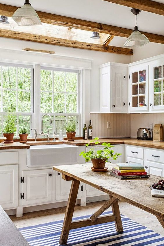 inviting-kitchen-designs-with-exposed-wooden-beams-4