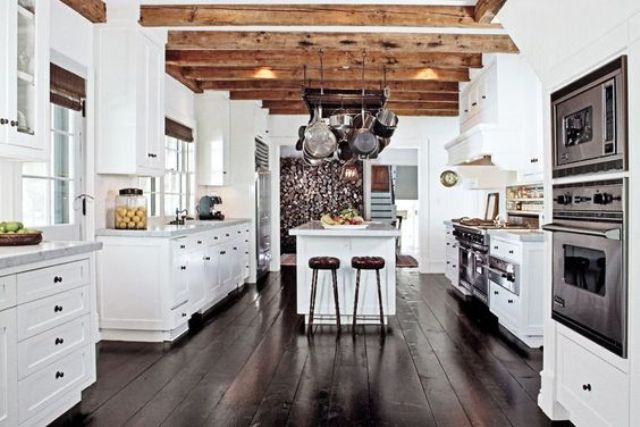 inviting-kitchen-designs-with-exposed-wooden-beams-9