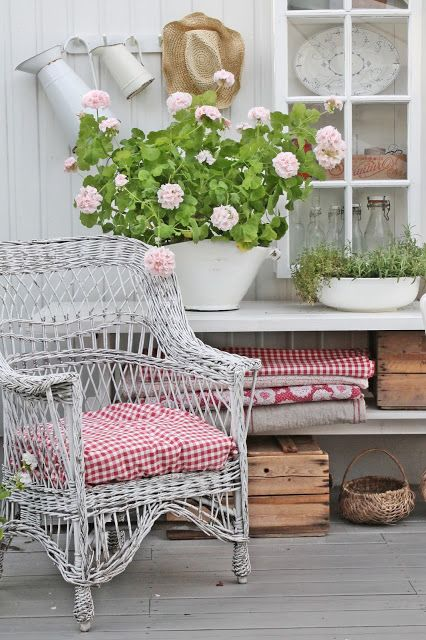 cozy-wicker-touches-for-your-home-decor-35
