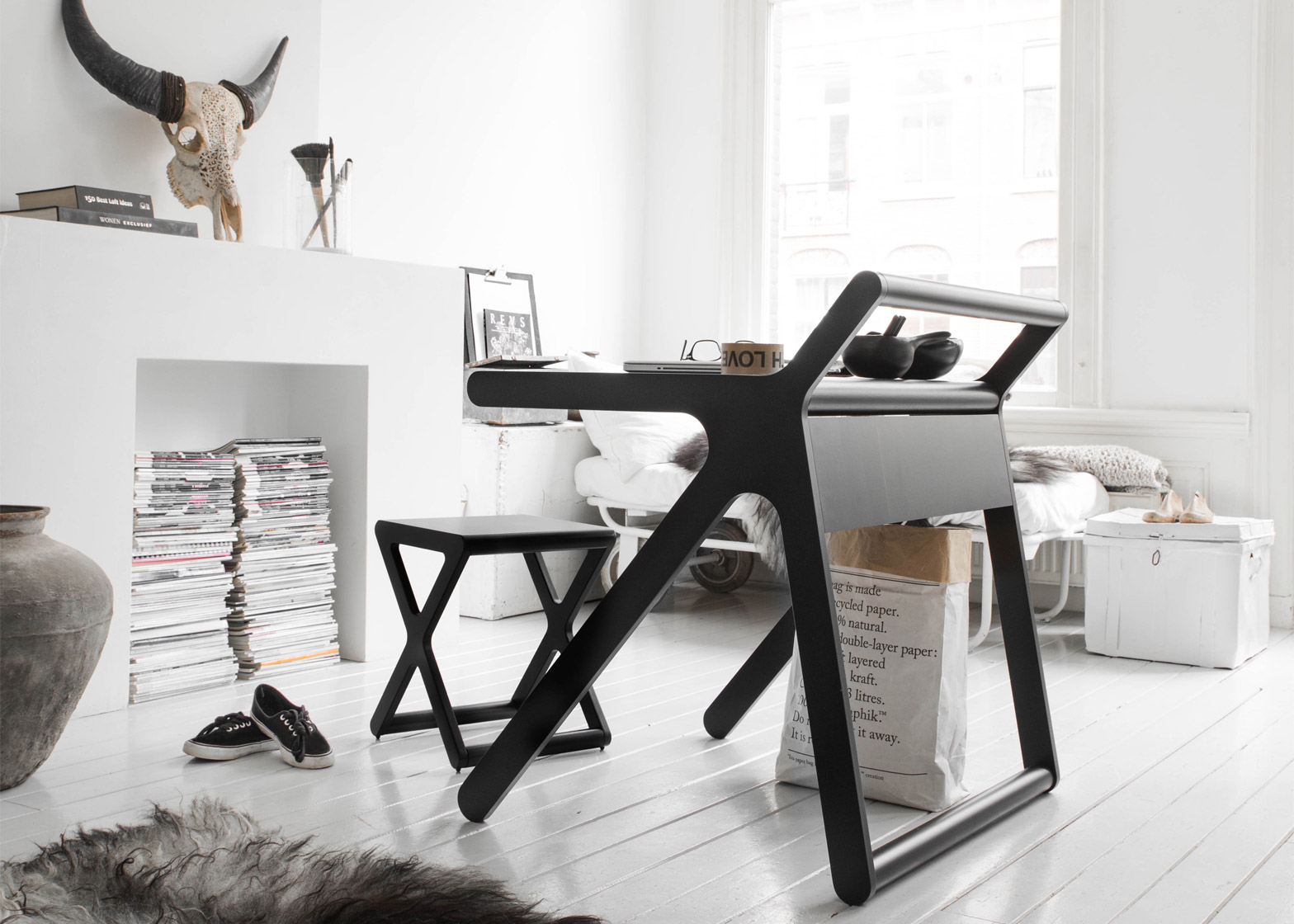 k-shaped-kids-desk-with-a-lid-and-a-second-surface-1