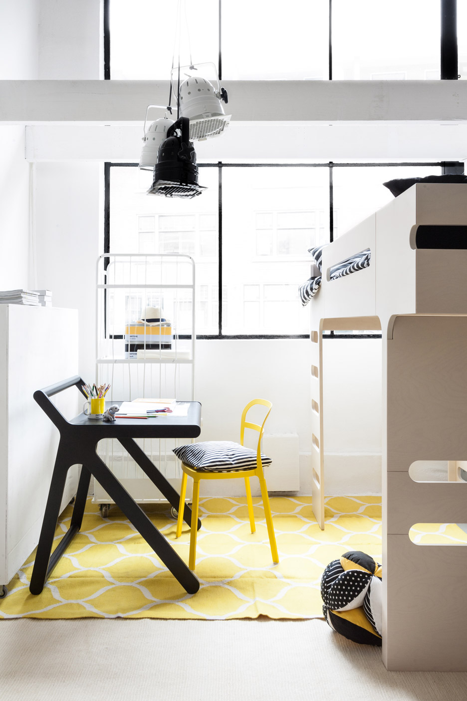 k-shaped-kids-desk-with-a-lid-and-a-second-surface-2