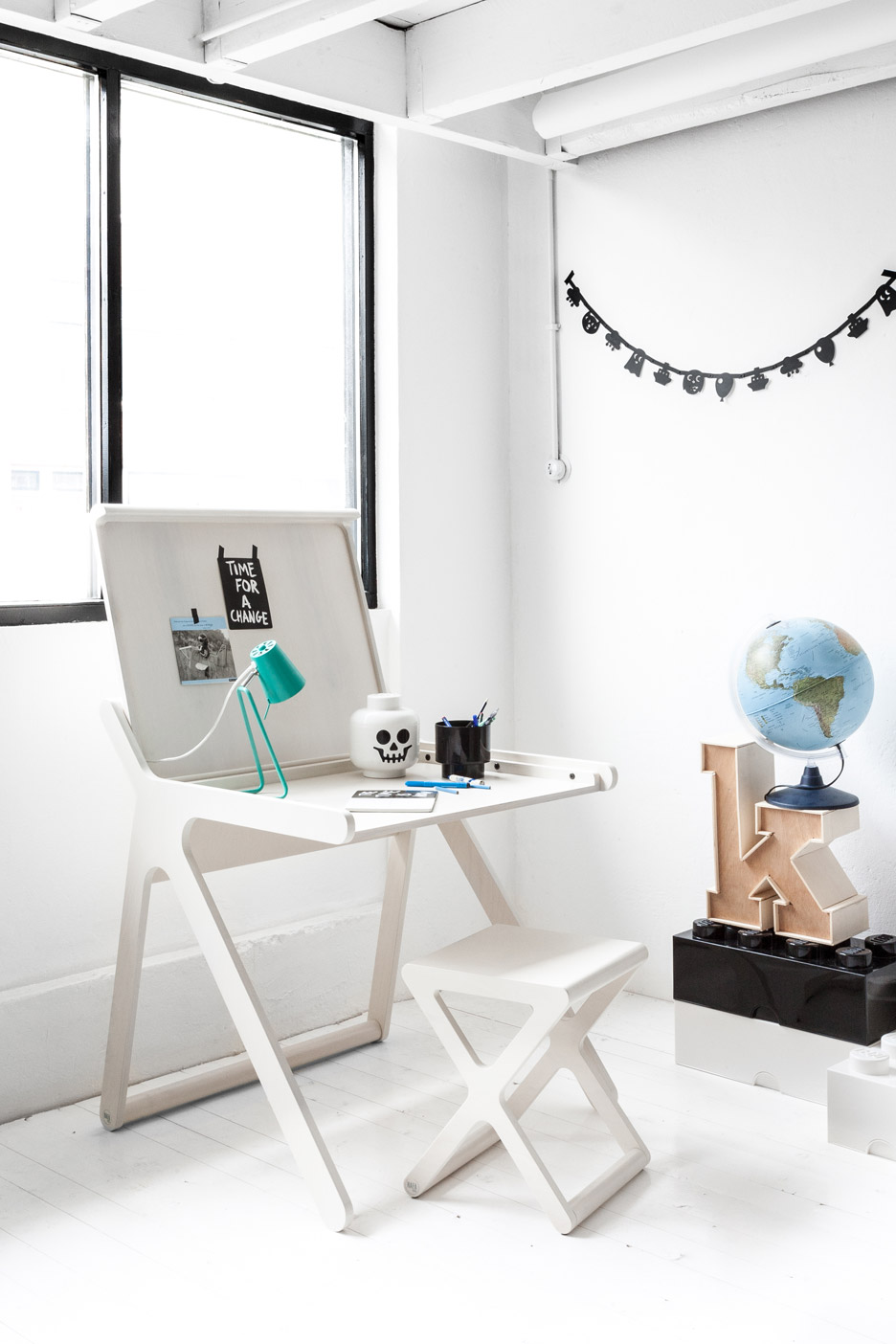 k-shaped-kids-desk-with-a-lid-and-a-second-surface-3