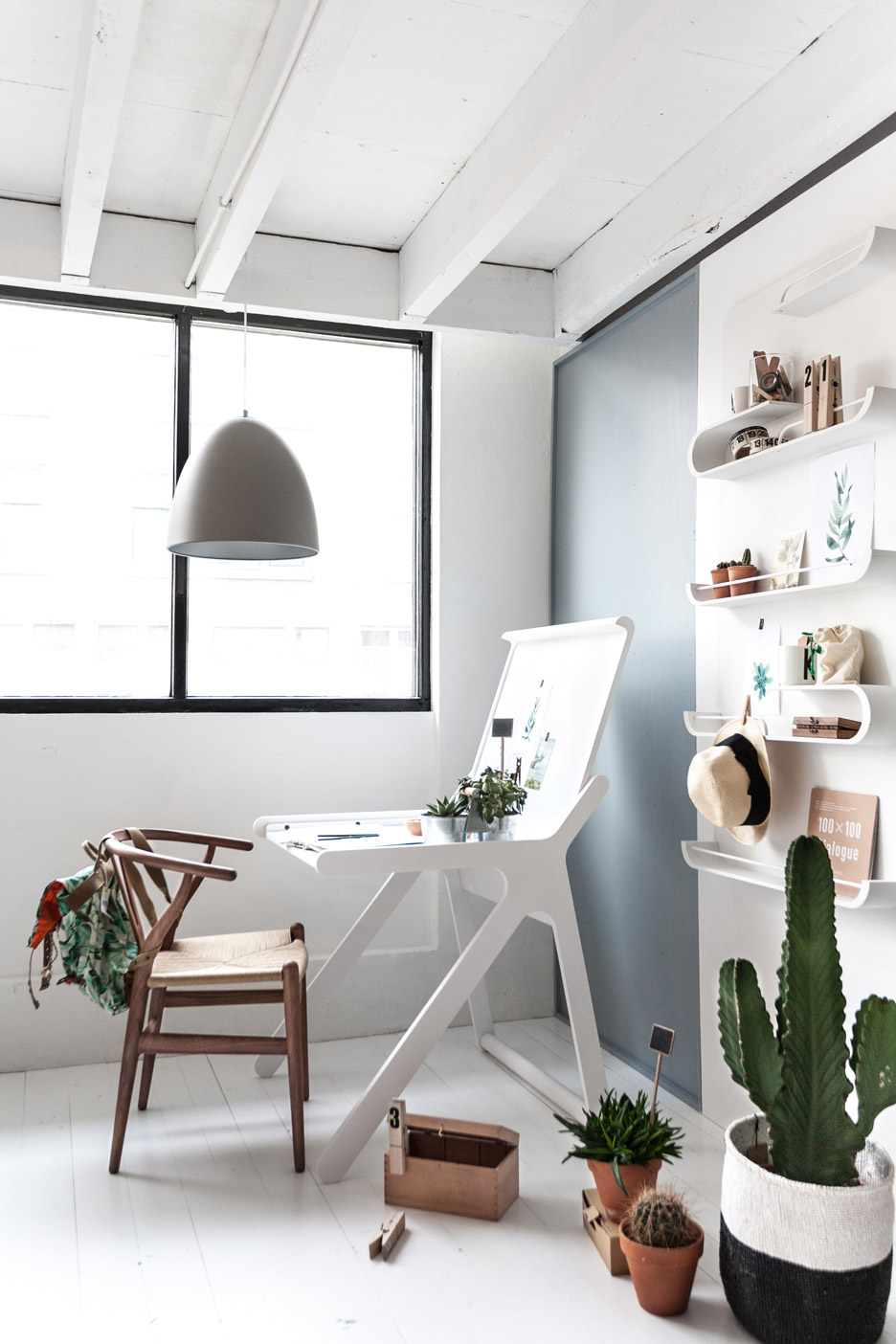 k-shaped-kids-desk-with-a-lid-and-a-second-surface-4