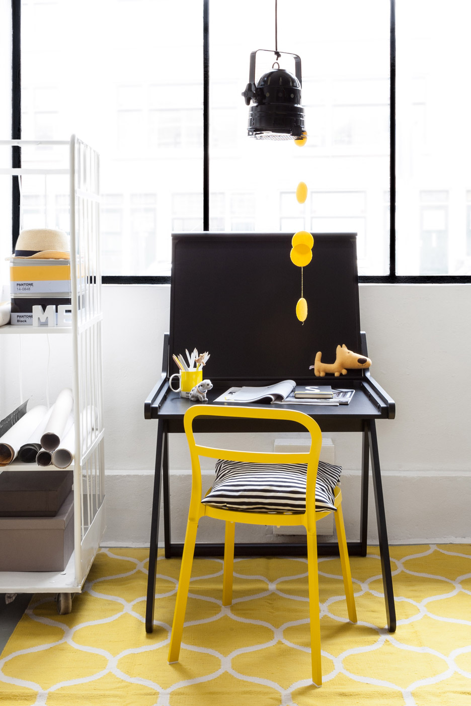 k-shaped-kids-desk-with-a-lid-and-a-second-surface-5