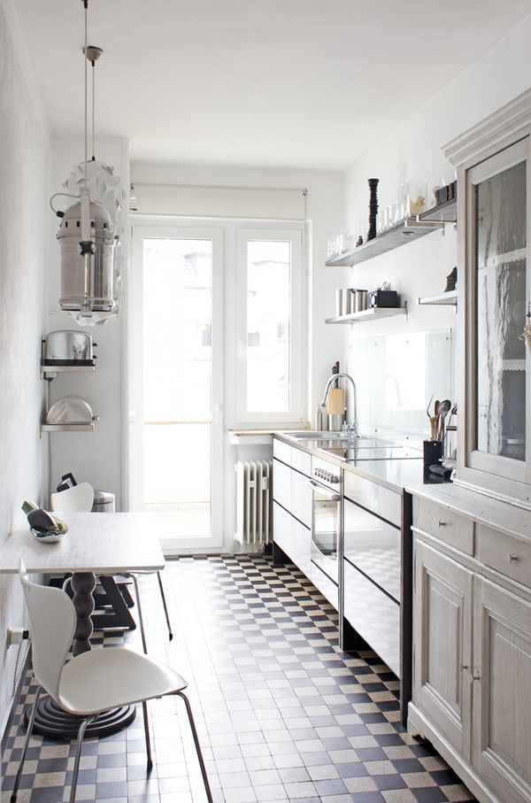 stylish-and-functional-narrow-kitchen-design-ideas-11